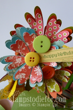 Flowers made with paper crafting 017